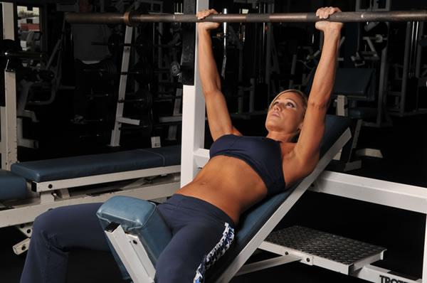 Les meilleurs exercices de musculation pour les pectoraux femmes