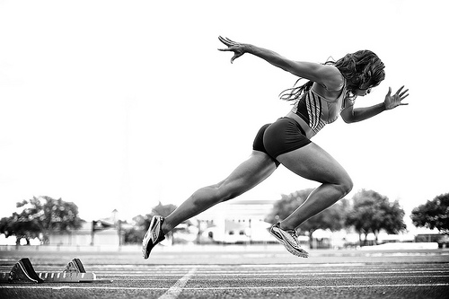 woman-sprinting-best-cardio-for-glutes